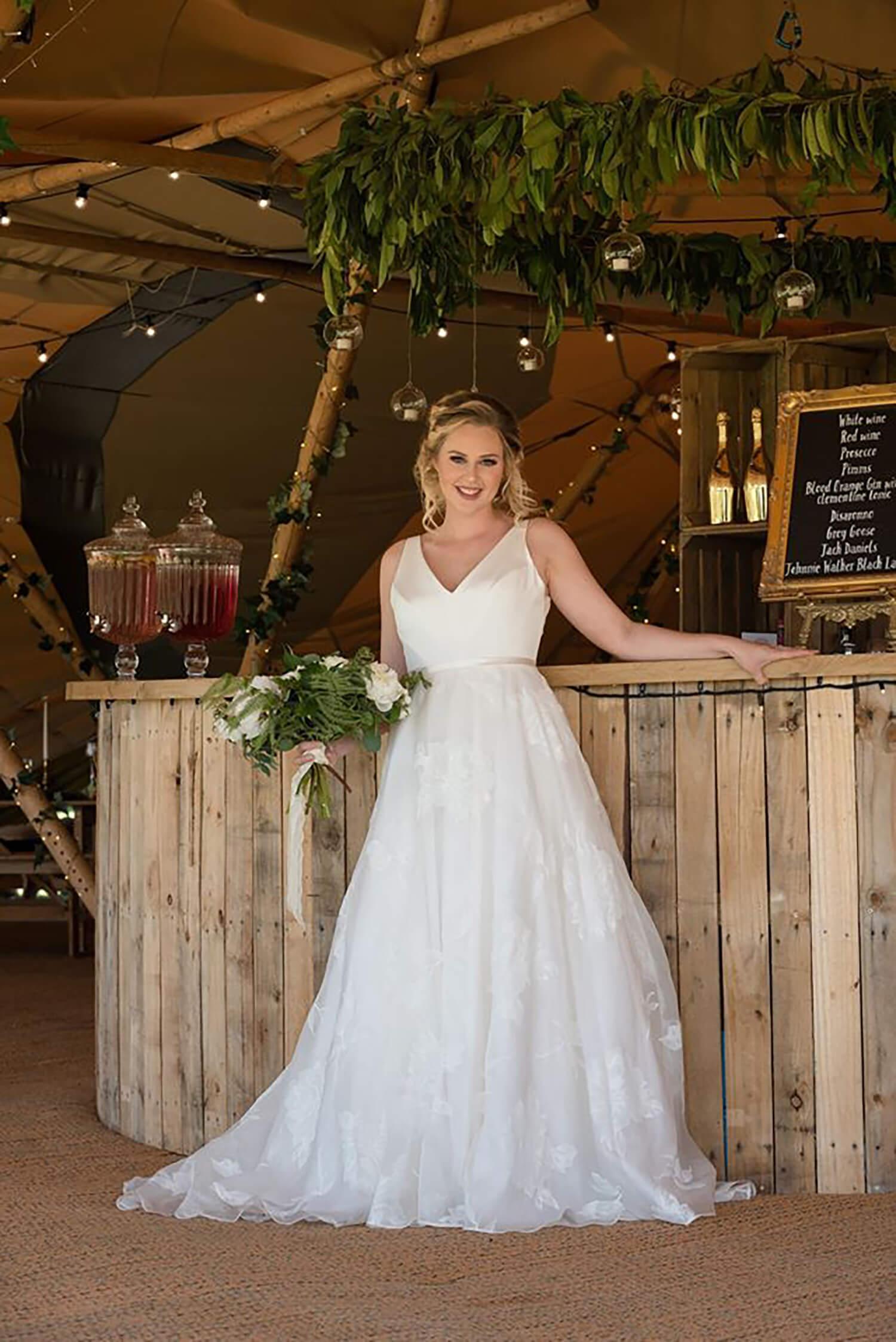 Bride And Round Bar